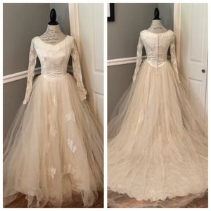 Dresses & Skirts - VINTAGE CREAM ANTIQUE LACE FORMAL WEDDING GOWN